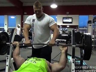 Offseason 250lbs Bodybuilder Ausbildung und posieren