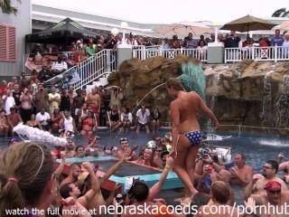 unsäglichen Ausschweifungen an der Florida-Pool-Party