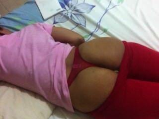 Schlaf Frau roten Tanga
