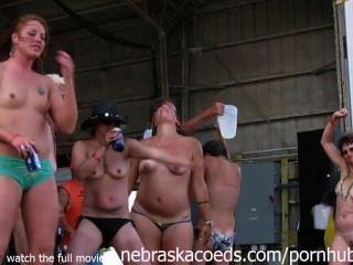 herrlich Radfahrerküken in Iowa nassen T-Shirt Wettbewerb vollständig nackt bekommen