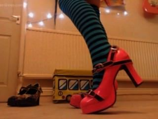 verspotten Slave mit neuen Socken