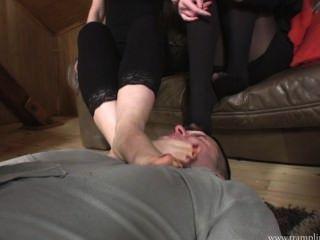 kfz unter ihren Füßen