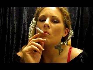 Miss erato raucht