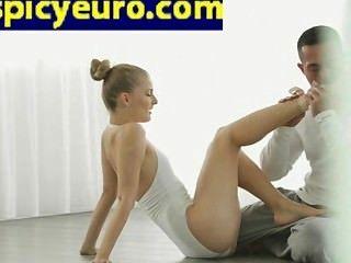 jugendlich europäische Ballerina Boden ficken ihre rasierte