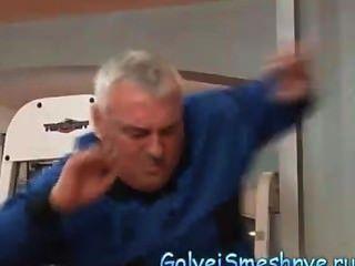 nf olga Pavlenko Turnhalle orange 1