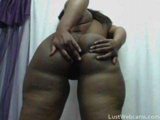 heißen Ebenholz Babe schüttelt ihre große Beute auf Webcam