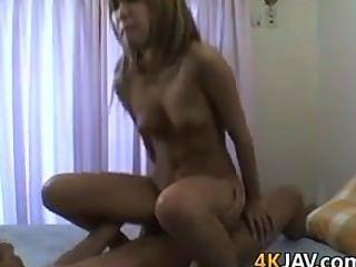 niedlichen japanischen Mädchen mit einem haarigen Pussy