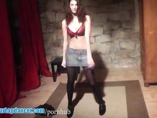 heiße Show durch tschechische Königin der Striptease