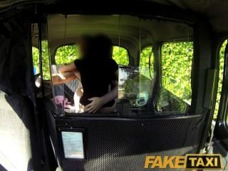 faketaxi sexy schwarze Küken macht Rache Sex-Tape mit Taxifahrer