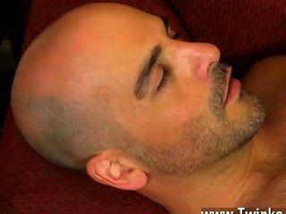 Twink Sex bekommt er phillip seine Pfeife zum Gurgeln vor seinen eigenen Lippen Einwickeln