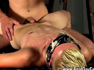 Homosexuell-Clip mit Wachs und Sperma bespritzt