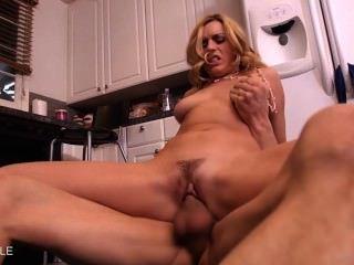 hot Coed Lexi Belle nimmt einen großen Schwanz
