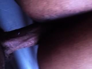 tief doggy Eindringen von dicken dunklen Schwanz