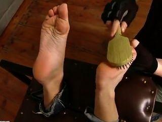sandra ist Fuß gekitzelt