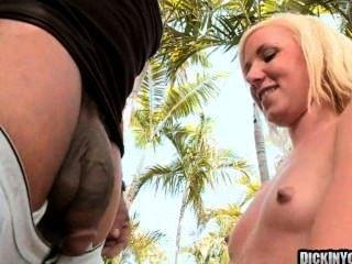sexy blonde Teen gefickt von massiven Hahn 09