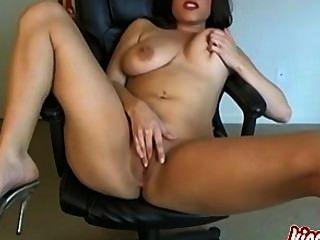 wunderschöne Brünette reifen will, dass Sie ihr masturbiert zu sehen!