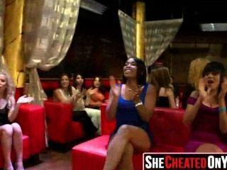 33 diese Frauen betrügen mit Stripper 76