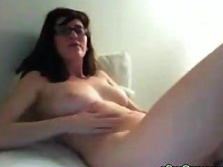 big Tit nerdy Teen Dildos ihre Muschi dann auf Webcam abspritzt