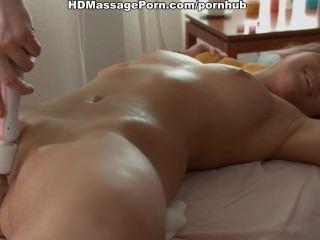 hot Teen mit Vibro Massage erwärmt, geleckt und gefickt