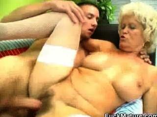 blonde reifen Babe gefickt und jizzed auf