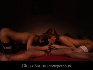 zwei schlüpfrig und sinnlich babes verderben einen Schwanz in einem lüsternen 3some