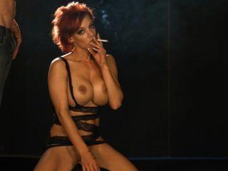 pornstar loulou ein Raucher Blowjob während die sybian Reiten