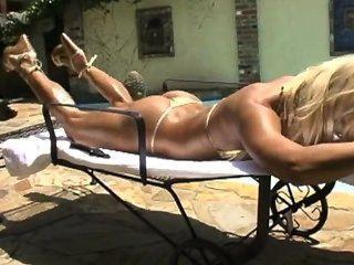 ashley lawrence - unglaublichen Körper in Gold Bikini