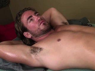 heiße Muskel behaarte Achselhöhle - Massage