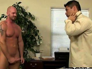 Homosexuell Film von pervy Chef Mitch Vaughn taucht schließlich genug Hebelwirkung auf