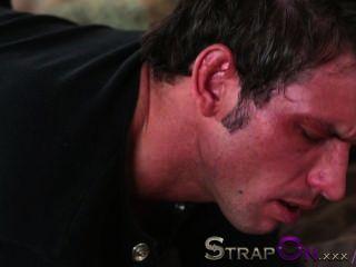 strapon er bekommt den Arsch gefickt von rachel evans