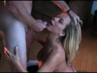 Cumming auf einer blonden Gesicht!