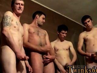 heiße Twink loving welsey und die Jungs pissen