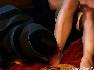 Homosexuell Film Engel steckt seine schwächliche Fuß in einen Blueberry Pie und tristan