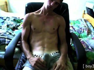 big dick großes Stück masturbiert in seiner Unterwäsche, cums isst es dann