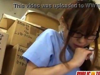 Teen sexy Mädchen fickt ein Kerl japan-adult.com/pornh
