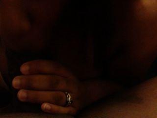 Frau saugt fickt und schluckt schwarzen Freund