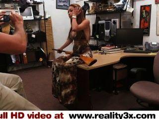 echte spycam - big tit Stripper gefickt bei Pfandhaus tätowiert - reality3x.com