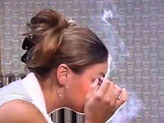 erstaunlich baumelt Nase ausatmet, tun das Rauchen machen