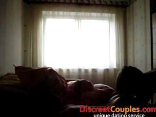 selbst gemachte Film von gebohrtes Paar in einem Hotel