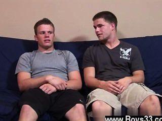 Homosexuell Hahn wieder nach unten sitzen, jimmy entspannt wie bradley neben ihm kniete,