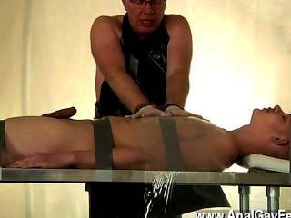 Homosexuell Jungs twink Alex ein sehr schlechter Sklave gewesen, von den jism stehlen