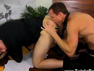 hot Homosexuell Sex, während alle anderen zum Mittagessen ist duncan und jason genießen