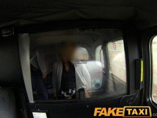faketaxi blonde Milf fucks Taxifahrer auf den Hintergrund