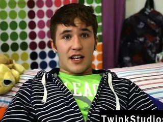 erstaunliche Twinks kain Lanning ist ein Anbrennen kleiner Kerl aus Iowa. er