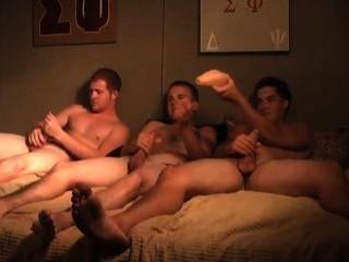 College-Jungs Rucken zusammen