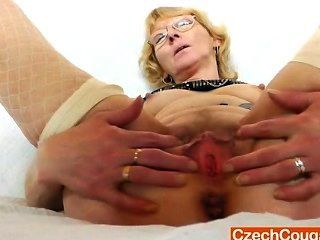 Blondie Mutter angaffen und fickt ihr Fickloch