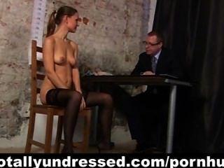 verworrene Vorstellungsgespräch für sexy Rotschopf Sekretär