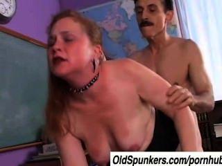 scharf ist eine verworrene Mutter, die den Geschmack von Sperma liebt