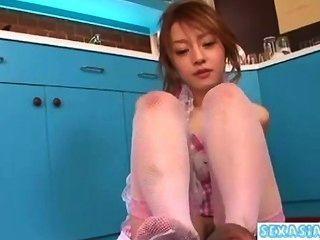 junge asiatische Mädchen bekommen ihre haarige Pussy Handjob saugen Hahn geleckt geben
