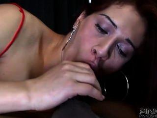 Pinko SHEMALES Rotschopf Transvestiten mit großen Titten